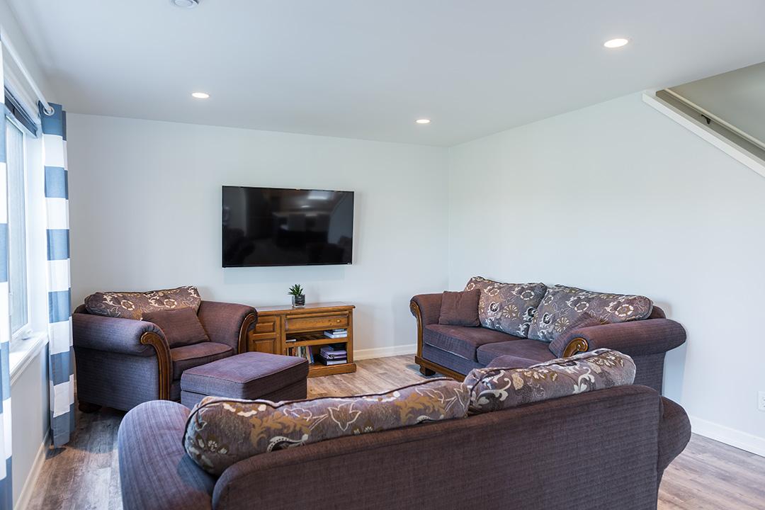 897 Partridge living area