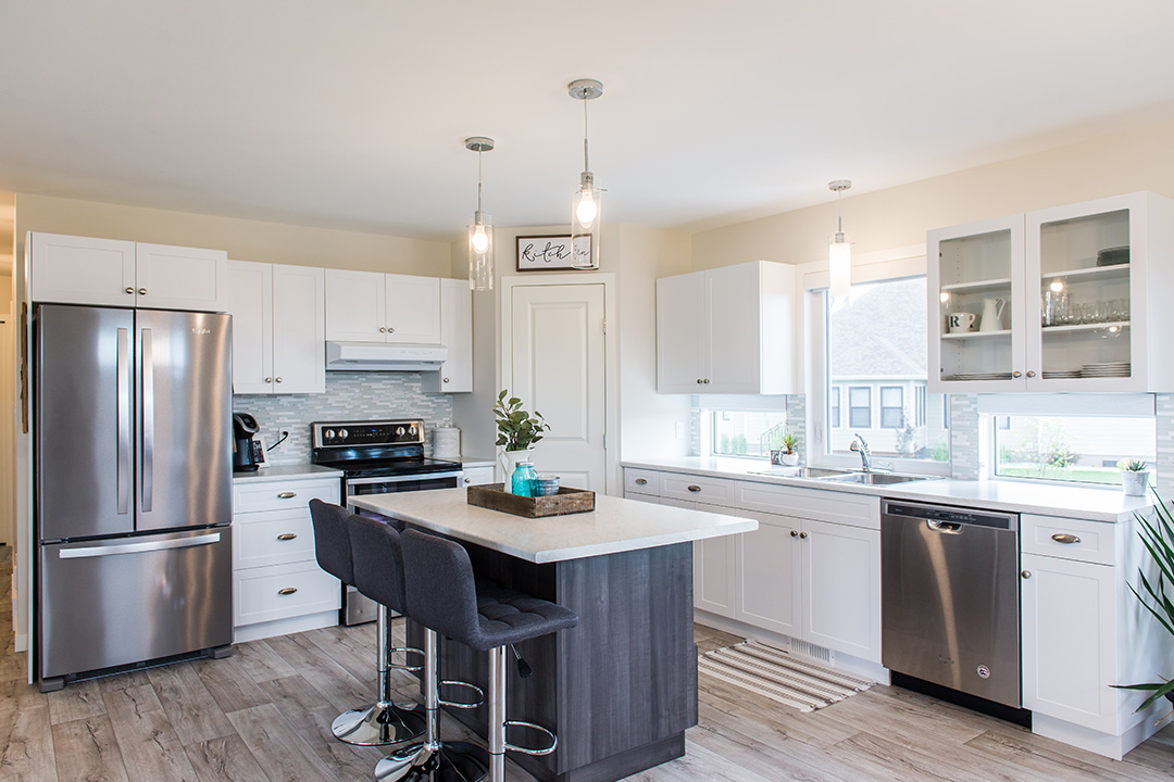 Summerfield dining and kitchen area