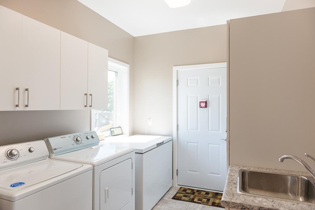 Azalea utility room